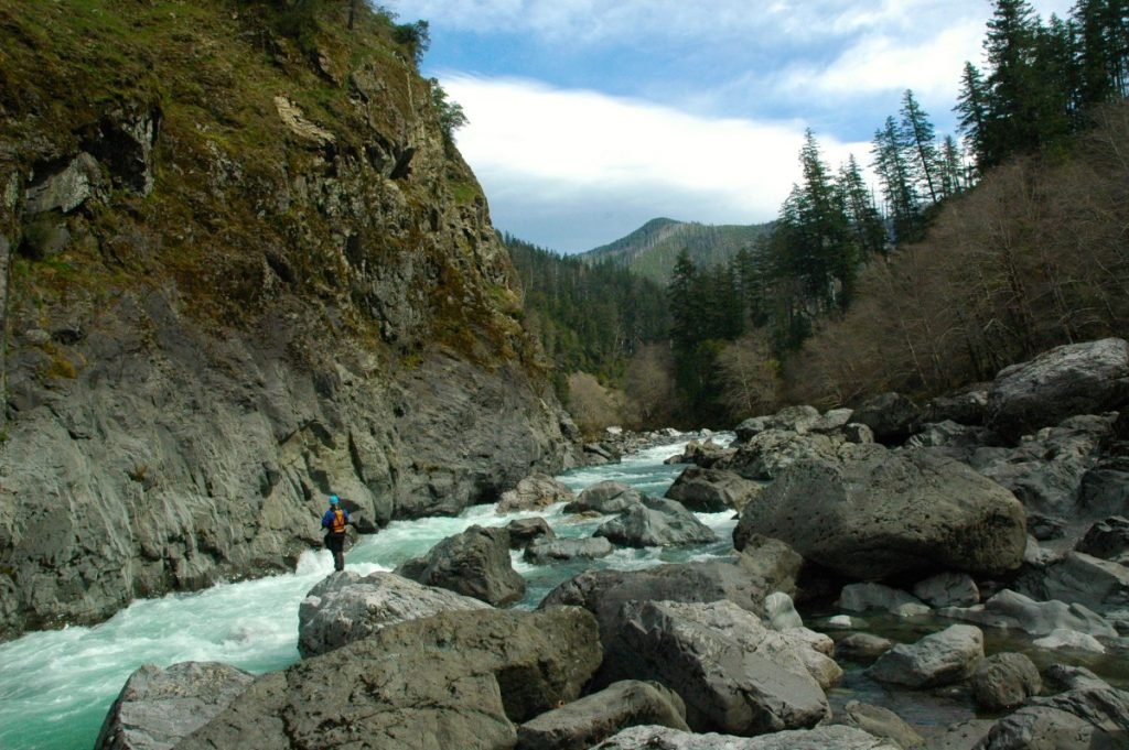 The Quick Guide to Oregon Rafting | Illinois River
