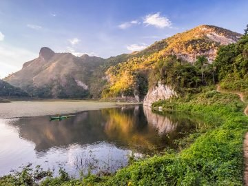 Cuba sea kayaking - Lago Hanabanilla | Photo: James Kaiser