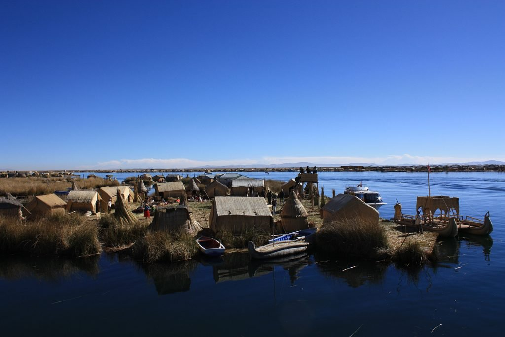 10 Must-Do Peru Adventures That Aren't Machu Picchu | Explore the floating islands of Lake Titicaca | Photo: Andrea Stefanini / FlickrCommons